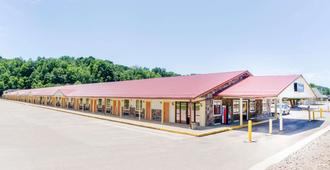 Travelodge by Wyndham Parkersburg - Parkersburg