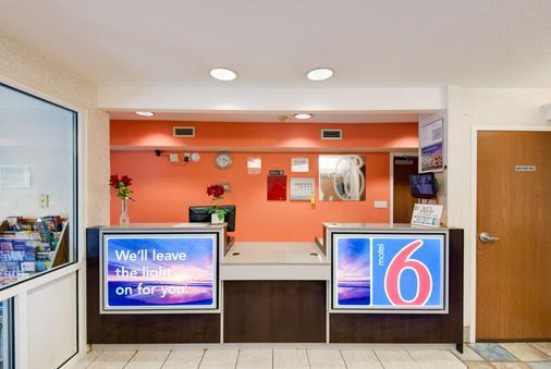 斯泰次維爾 6 號汽車旅館 - 斯泰茲維爾 - 斯泰茨維爾 - 櫃檯