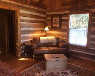 Secluded Log Cabin For Two In La Grange Tx - La Grange