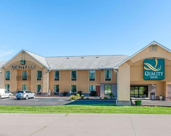 Quality Inn Bloomington Near University - Bloomington - Building