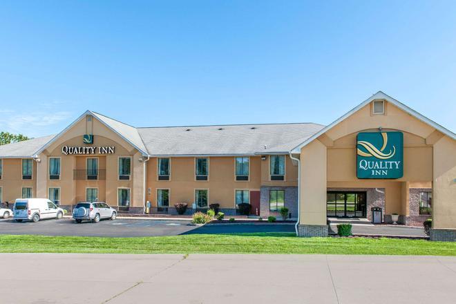 Quality Inn Bloomington Near University - Bloomington - Building