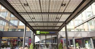 Holiday Inn Express Zurich Airport - ציריך