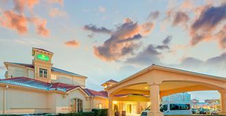 La Quinta Inn & Suites by Wyndham Salt Lake City Airport - Солт-Лейк-Сити - Здание