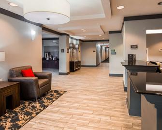 Best Western Plus Philadelphia-Choctaw Hotel and Suites - Philadelphia - Lobby