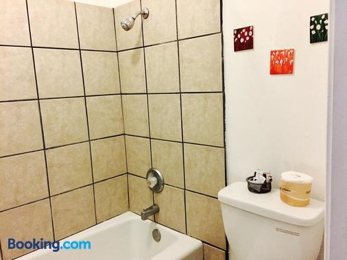 Maple Inn & Suites - Los Banos - Bathroom