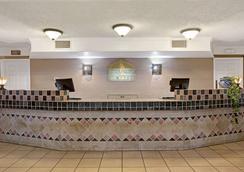 Days Inn by Wyndham Tucson City Center - Tucson - Hành lang