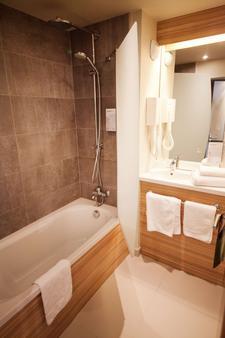Campanile Clermont Ferrand Centre - Clermont-Ferrand - Bathroom
