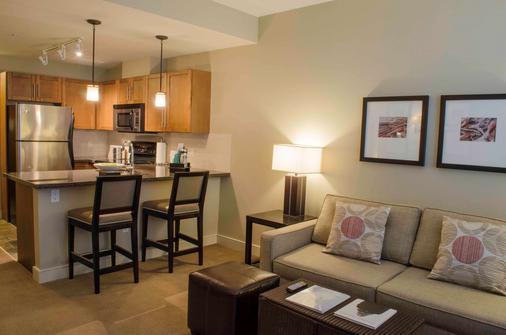 The Oswego Hotel - Victoria - Kitchen