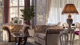 New Belgrade Garni Hotel - Belgrade - Living room
