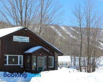 Jimmy OConnor's Windham Mtn Inn - Windham - Building