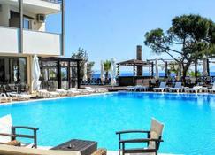 馬蹄酒店 - 馬拉松島 - 瑪提 - 游泳池