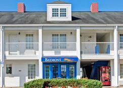 Baymont Inn And Suites Sanford - Sanford - Building