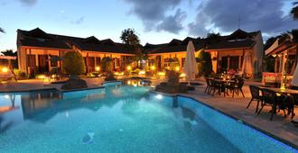 Grenadine Lodge - Dalyan (Mugla) - בריכה