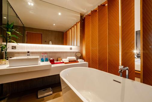 Ramada Resort by Wyndham Khao Lak - Phangnga - Bathroom