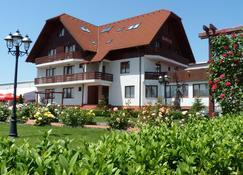 Hotel Garden Club - Braşov - Building