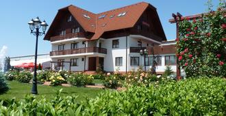 酒店花園俱樂部 - 布拉索夫 - 建築