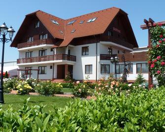 Hotel Garden Club - Braşov - Gebouw