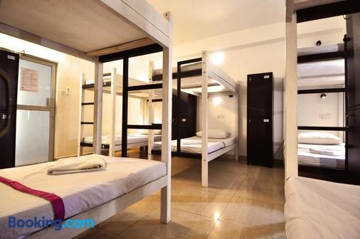 Clock Inn Dehiwala - Hostel - Dehiwala-Mount Lavinia - Bedroom