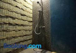 Clock Inn Dehiwala - Hostel - Dehiwala-Mount Lavinia - Bathroom
