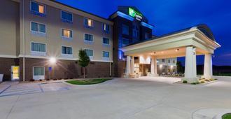 Holiday Inn Express & Suites Salina - Salina