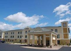Comfort Inn and Suites Near Pocono Mountains - Mt Pocono - Building