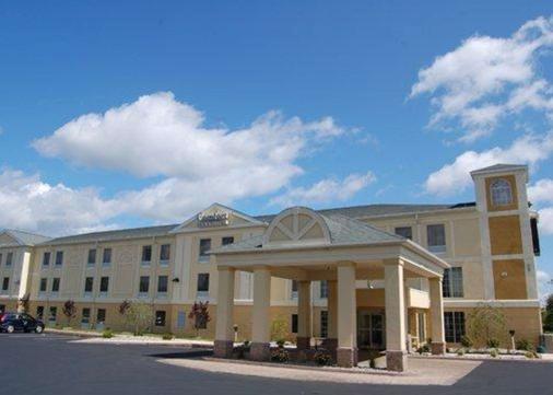 Comfort Inn and Suites Near Pocono Mountains - Mt Pocono - Gebäude