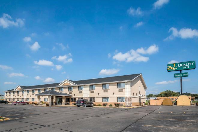 Quality Inn - Coralville - Building