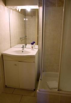 Ambassador Suites Leuven - Leuven - Bathroom