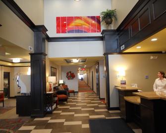 Holiday Inn Express & Suites Greensburg - Greensburg - Lobby
