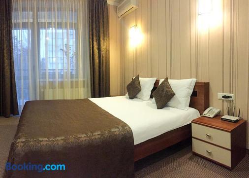 考米爾佛酒店 - 奇希納烏 - 基希訥烏 - 臥室