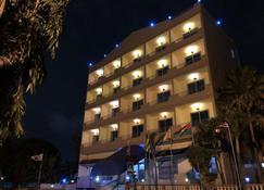 メープル リーフ ホテル - アクラ - 建物
