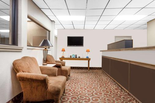 Days Inn by Wyndham Owensboro - Owensboro - Living room