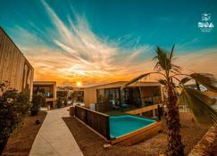 Noa Glamping Resort - Колан - Бассейн