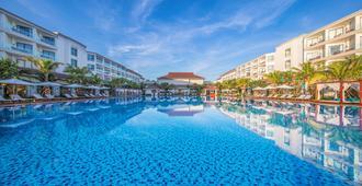 Vinpearl Resort & Spa Hoi An - הוי אן - בריכה