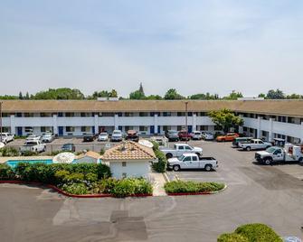 Motel 6 Oakdale - Oakdale - Building