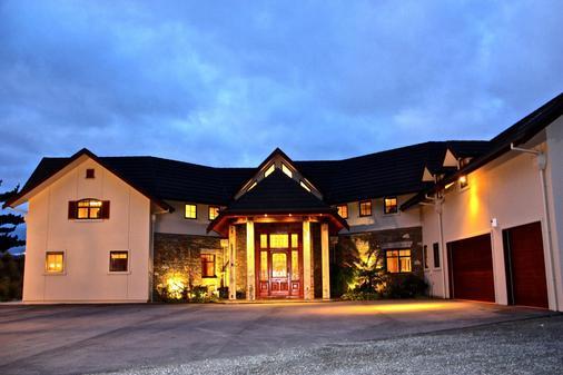 Dock Bay Lodge - Te Anau - Building