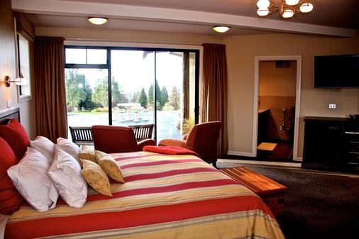 Dock Bay Lodge - Te Anau - Bedroom
