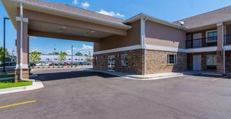 Econo Lodge Inn & Suites North Little Rock near Riverfront - North Little Rock