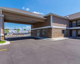 Econo Lodge Inn & Suites North Little Rock near Riverfront - Норт-Литтл-Рок - Здание