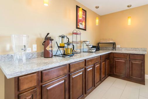 Econo Lodge Inn & Suites North Little Rock near Riverfront - North Little Rock - Buffet