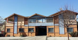 Nights Inn Motel - Emeryville - Edificio