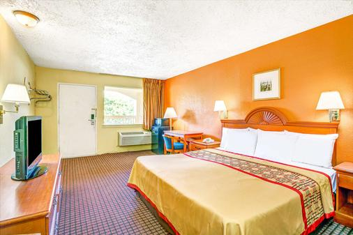 Days Inn by Wyndham Chesapeake - Chesapeake - Makuuhuone