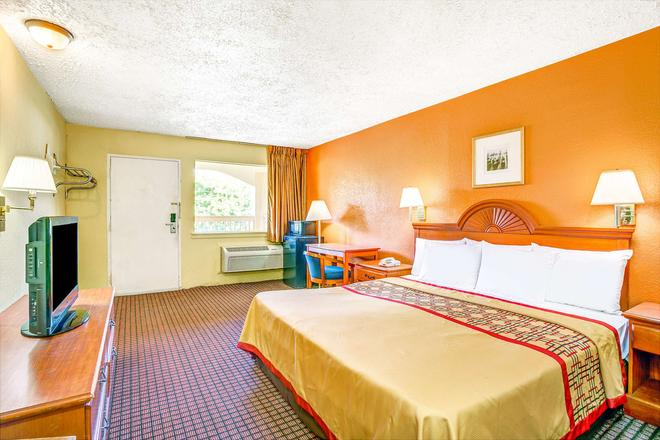 Days Inn by Wyndham Chesapeake - Chesapeake - Camera da letto