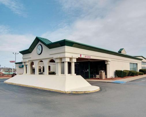 Quality Inn - Beckley - Building
