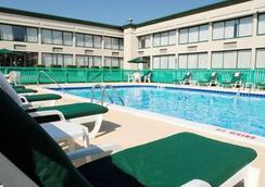 Quality Inn - Beckley - Pool