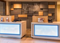 Holiday Inn Express Charleston Us Hwy 17 & I-526 - Charleston - Front desk