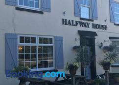 Halfway House - Worcester - Building