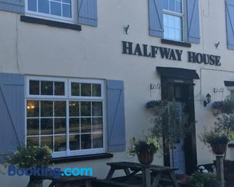 Halfway House - Worcester - Building