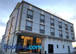 Hotel Dardani - Mitrovica - Building