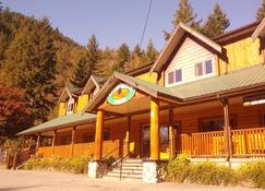 Sasquatch Inn - Harrison Hot Springs - Building